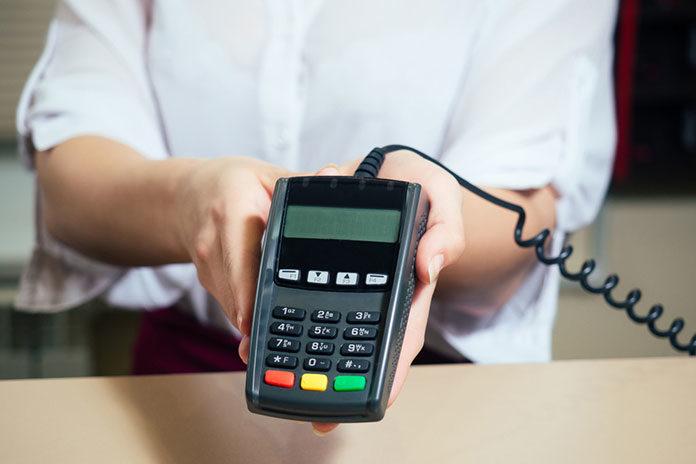 Polacy oczekują większej dostępności terminali płatniczych