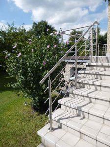 Balustrady balkonowe ze stali nierdzewnej