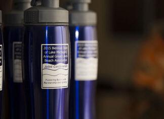 Kubki termiczne z nadrukiem – które z nich wybrać do promocji firmy?
